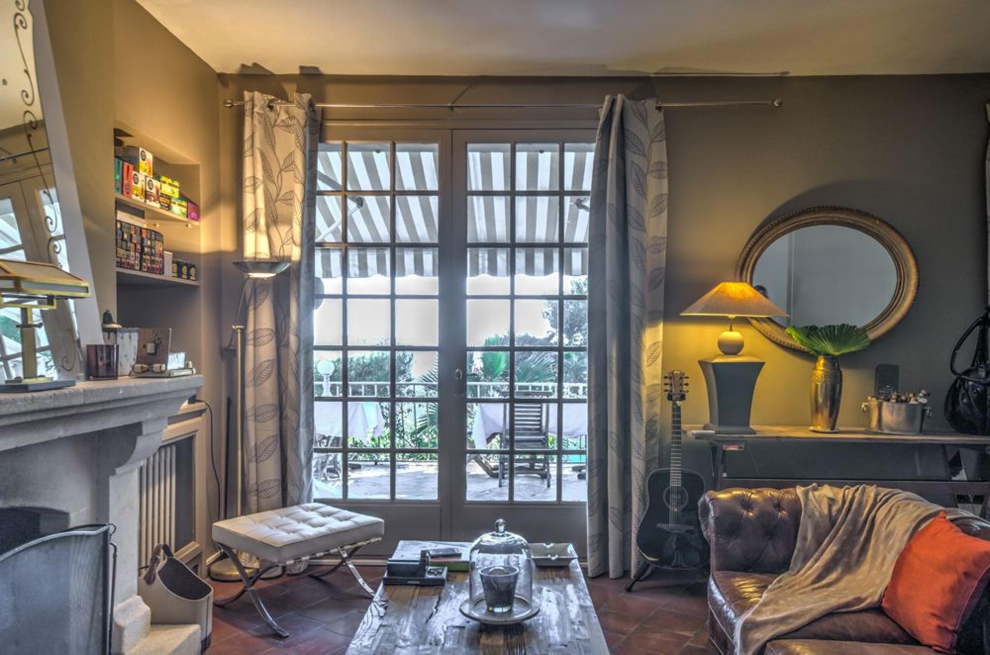 o dormir cassis les meilleures chambres d 39 h te cassis toota cassis. Black Bedroom Furniture Sets. Home Design Ideas